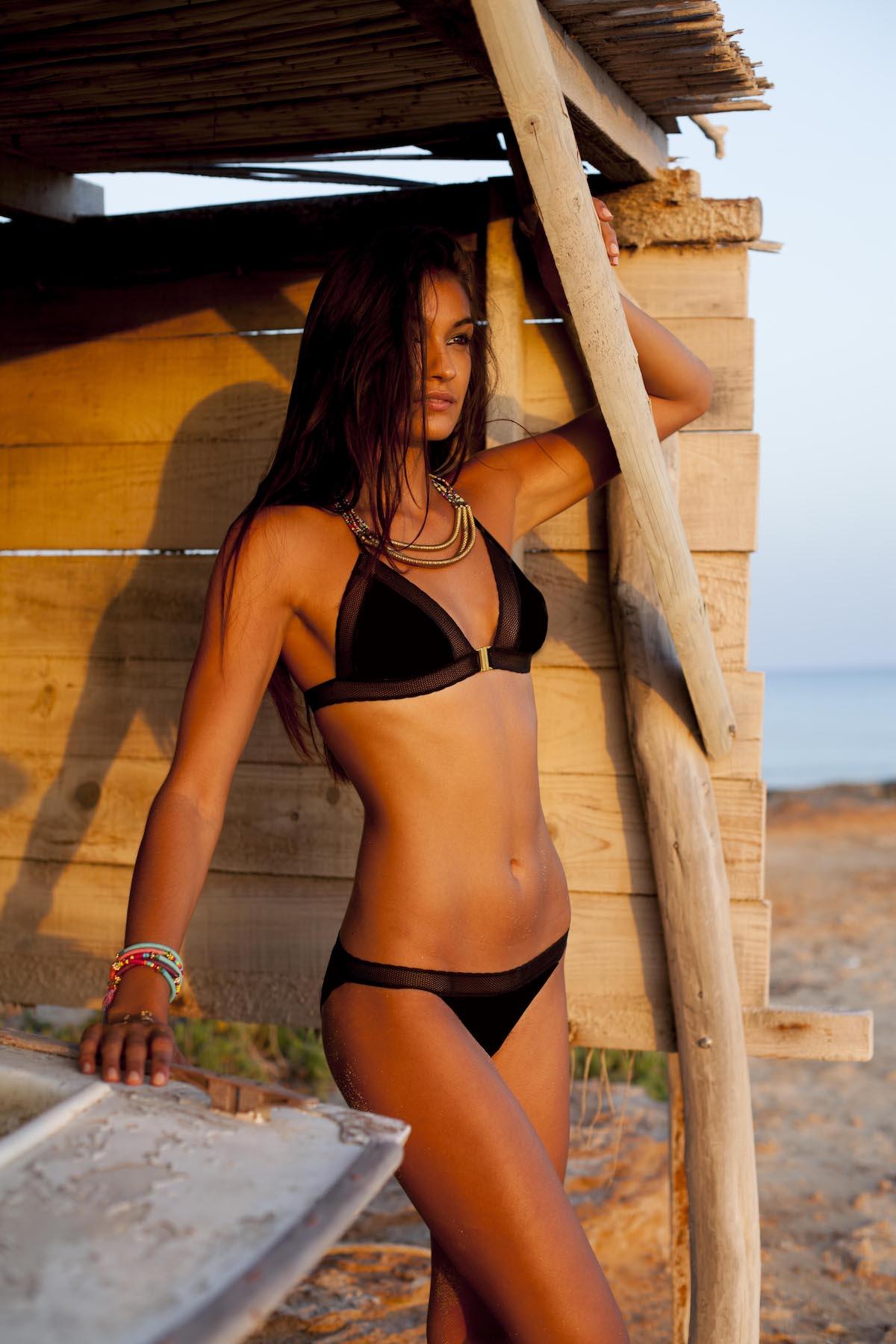 fernanda-black-top-lifestyle-